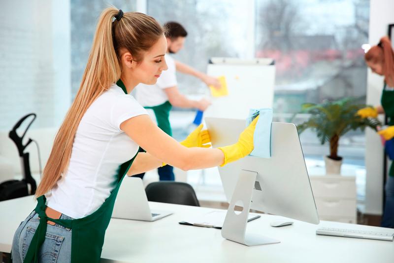 limpiar los ordenadores de una oficina